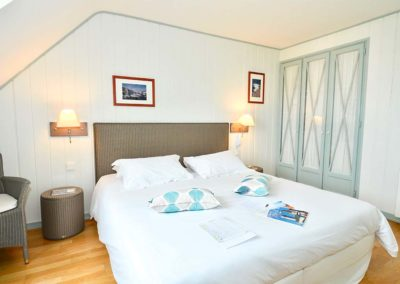 Coup de coeur-Hotel-La-Desirade-Sauzon-chambre-lit