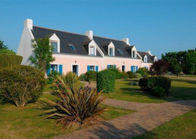 Hotel-La-Desirade-éxterieur-maisons-longères