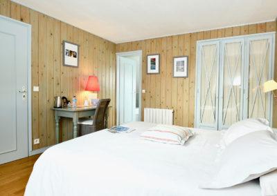 Hotel-La-Desirade-chambre-cosy-lit