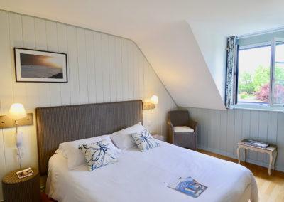 Hotel-La-Desirade-chambre-maison-lit