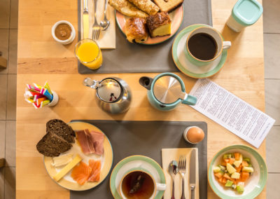 Hotel-La-Desirade-buffet-petit déjeuner-matin-déjeuner